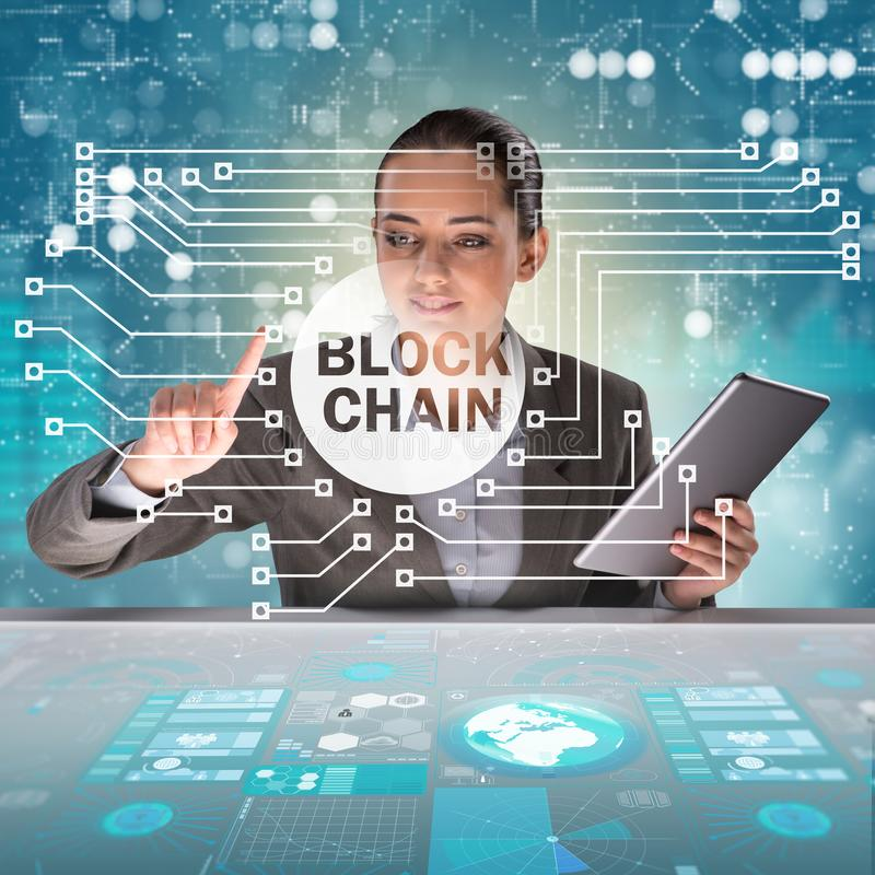Bizneswoman w blockchain cryptocurrency pojęciu zdjęcia stock