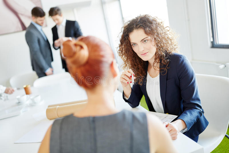 Bizneswoman w ordynacyjnym spotkaniu zdjęcie royalty free