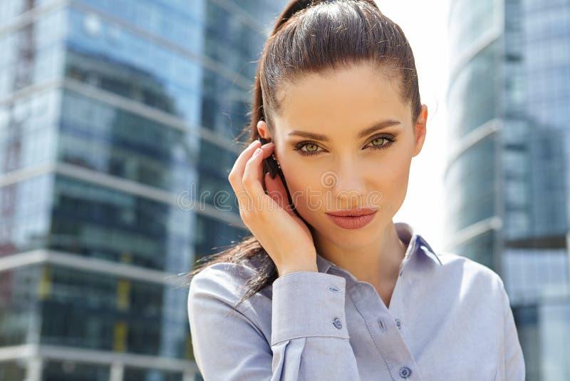 Bizneswoman z Bluetooth zdjęcie royalty free