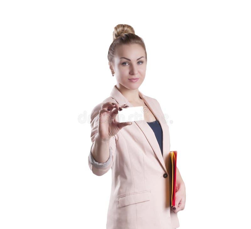 Bizneswoman z wizytówka odizolowywającym kierownictwem, praca zdjęcia royalty free