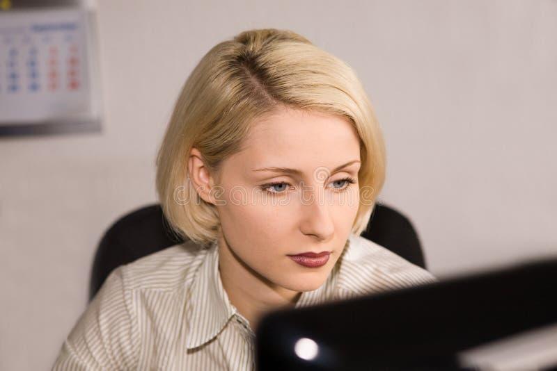 bizneswomanu biura potomstwa zdjęcia stock