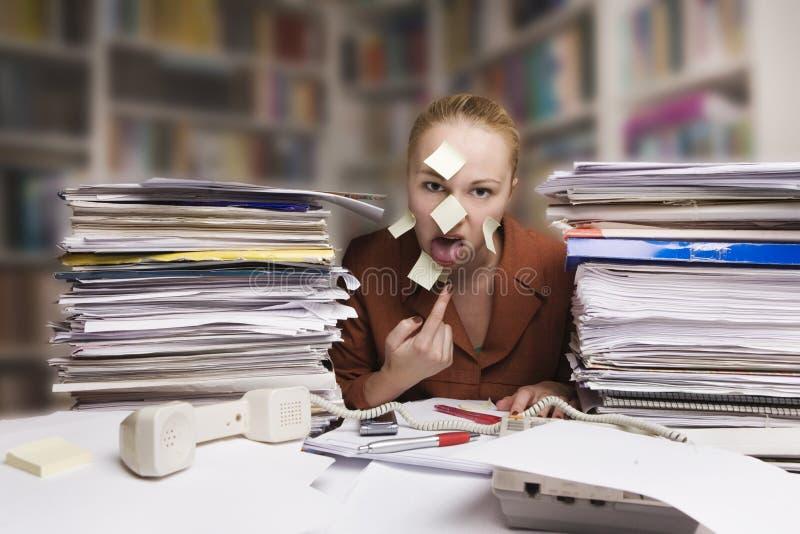 bizneswomanu biurka choroba męcząca zdjęcia stock