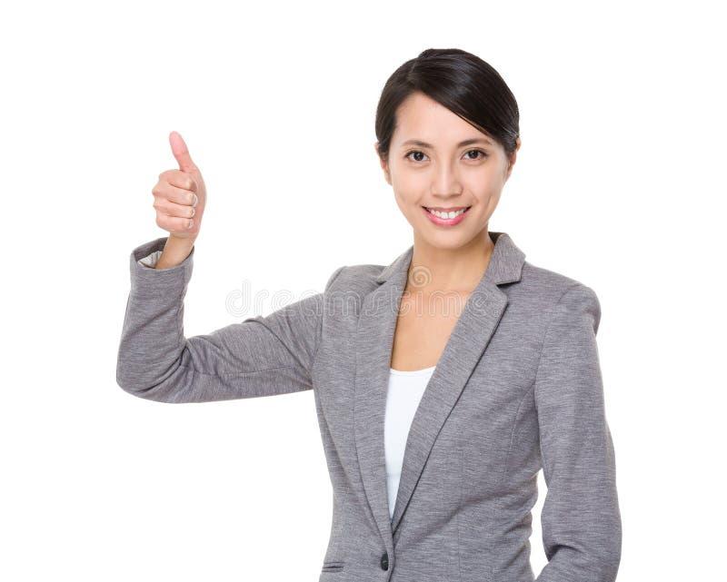 Bizneswomanu chwyt z kciukiem up gestykuluje obraz stock