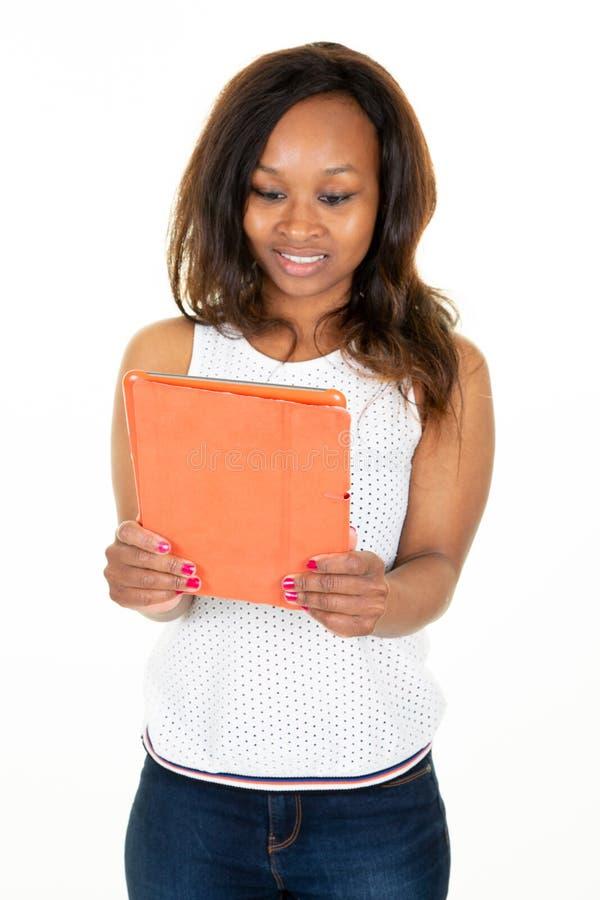 Bizneswomanu Cyfrowego amerykańska afrykańska Używa pastylka fotografia stock