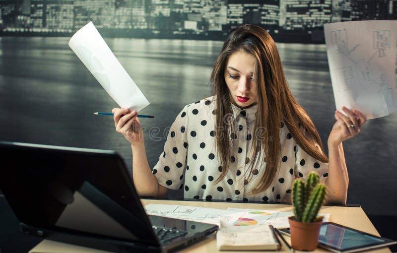Bizneswomanu działania stres zdjęcia stock