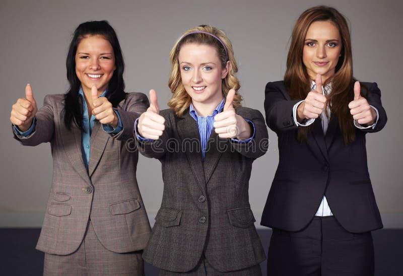 bizneswomanu gesta przedstawienie trzy thums trzy zdjęcia royalty free