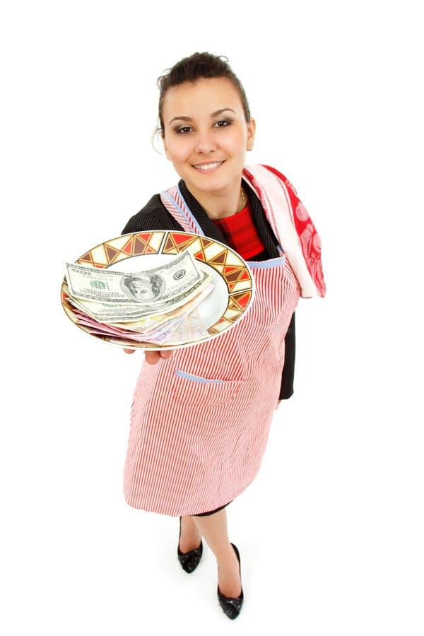 Bizneswomanu gospodyni domowa z pieniądze na talerzu zdjęcia royalty free