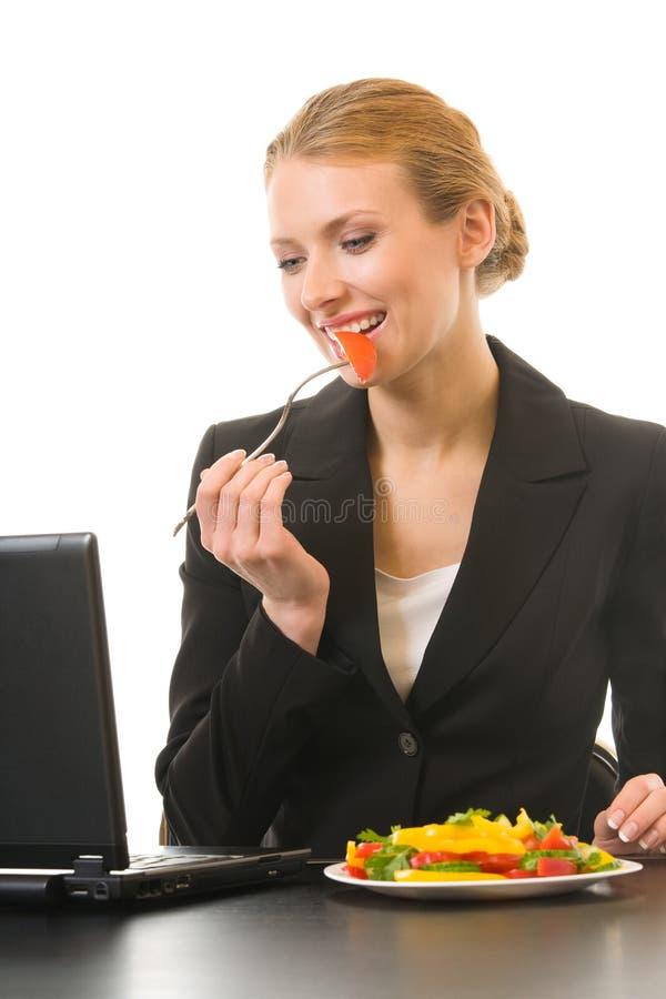 bizneswomanu jeść sałatki fotografia stock