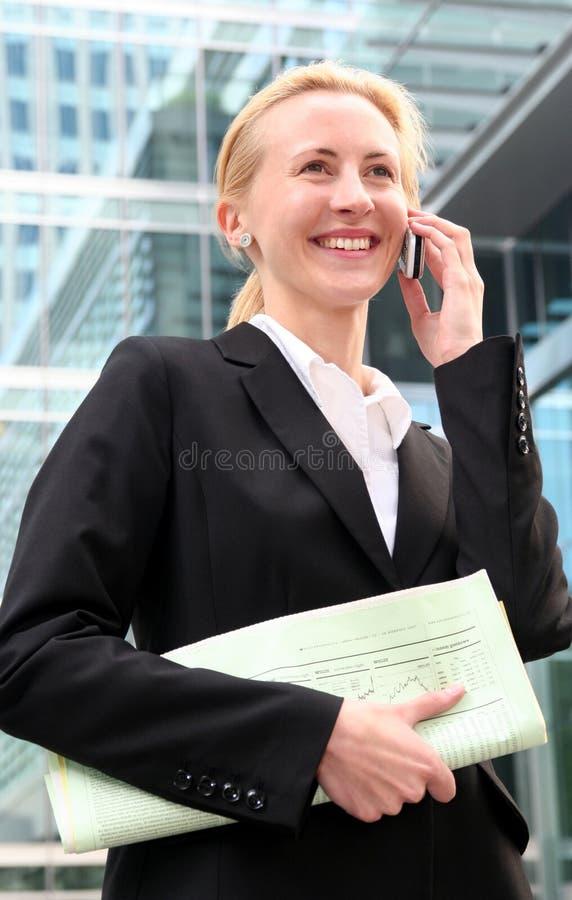 bizneswomanu komórkę zdjęcie stock