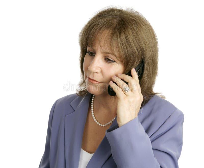 bizneswomanu komórki słuchać obrazy royalty free