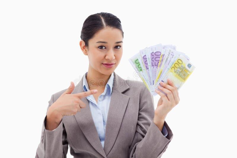 Bizneswomanu mienia banknoty obrazy stock