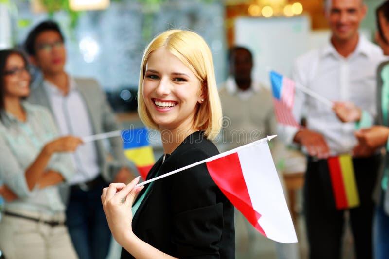 Bizneswomanu mienia flaga Polska obraz stock