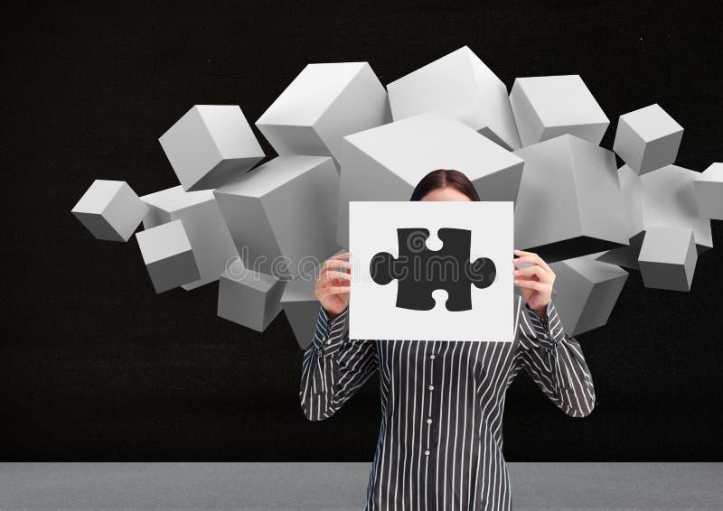 Bizneswomanu mienia prześcieradło pokazuje wyrzynarek łamigłówki i białych sześciany w tło papier zdjęcia royalty free