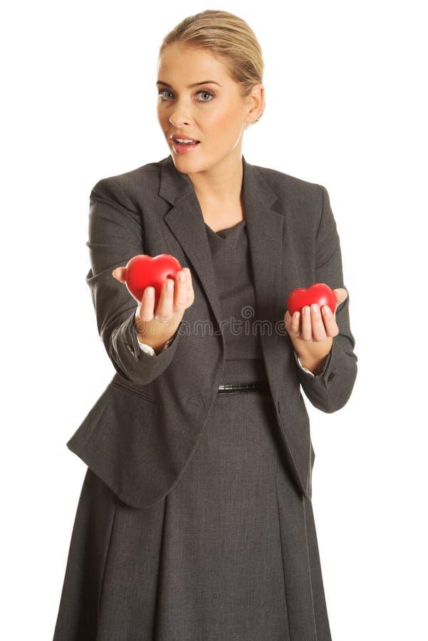 Bizneswomanu mienia serca model obrazy stock