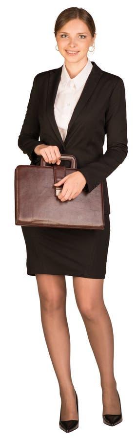 Bizneswomanu mienia statywowa teczka w jego ręce obraz stock
