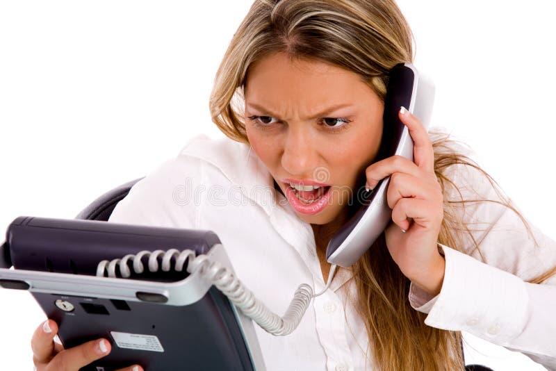 bizneswomanu mienia telefonu portret zaskakujący obraz stock