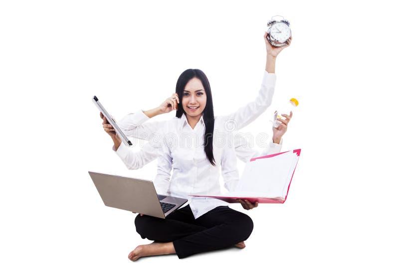Bizneswomanu multitasking odizolowywający obraz royalty free