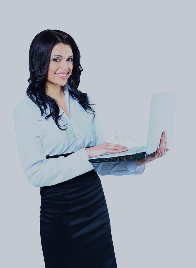 bizneswomanu odosobneni laptopu biel potomstwa zdjęcie royalty free