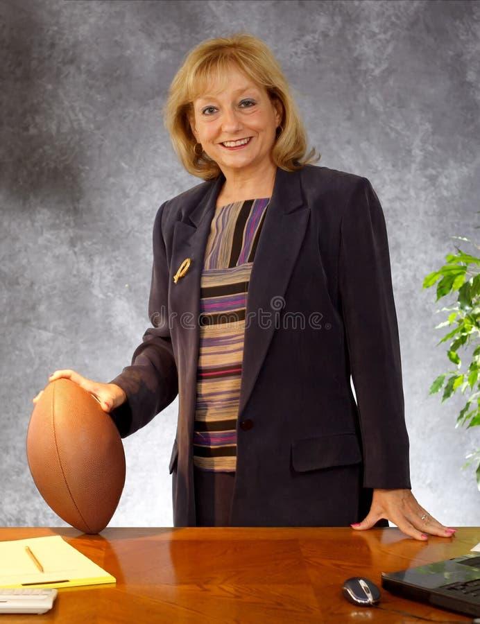 bizneswomanu piłkę obrazy royalty free