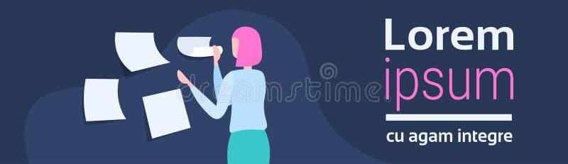 Bizneswomanu planowania rozkład robi notatka czasu zarządzania pojęciu biznesowej kobiety kierownika projektu kobiety kreskówce ilustracji