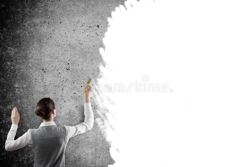 Bizneswomanu rysunek z białą farbą zdjęcie royalty free
