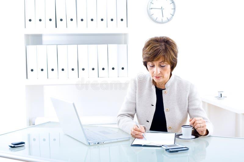 bizneswomanu senior urzędu fotografia stock