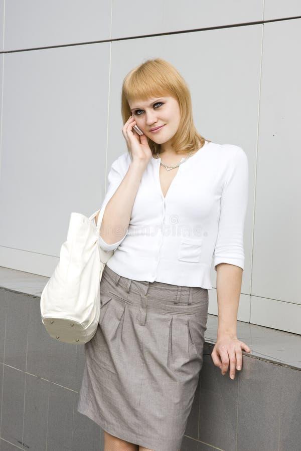 Download Bizneswomanu Telefon Komórkowy Obraz Stock - Obraz złożonej z dorosli, przypadkowy: 13336883