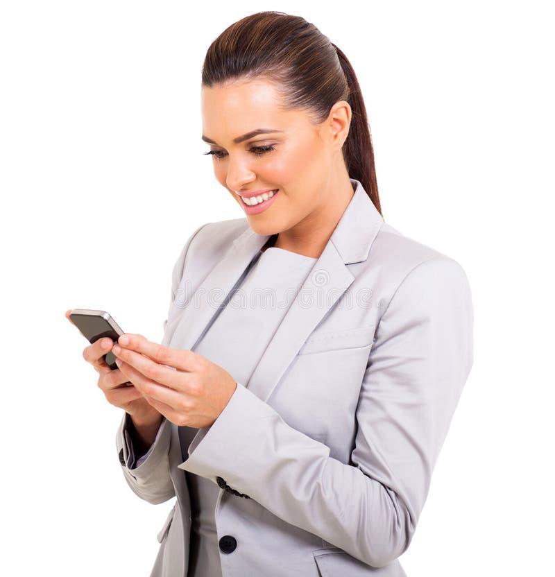 Bizneswomanu texting zdjęcia royalty free