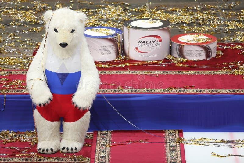 Björn och podium för sportigt symbol vit för utmärkelserna royaltyfria bilder