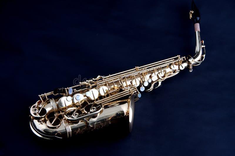 bk μαύρο απομονωμένο χρυσός saxophone στοκ εικόνες