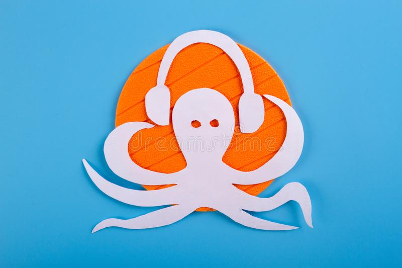 bläckfisktecken att lyssna till musiken royaltyfri fotografi