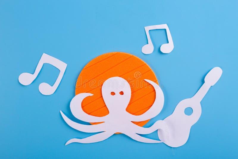 bläckfisktecken att lyssna till musiken royaltyfri bild