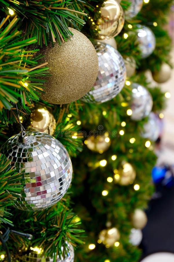 Blänka julbollar arkivfoton