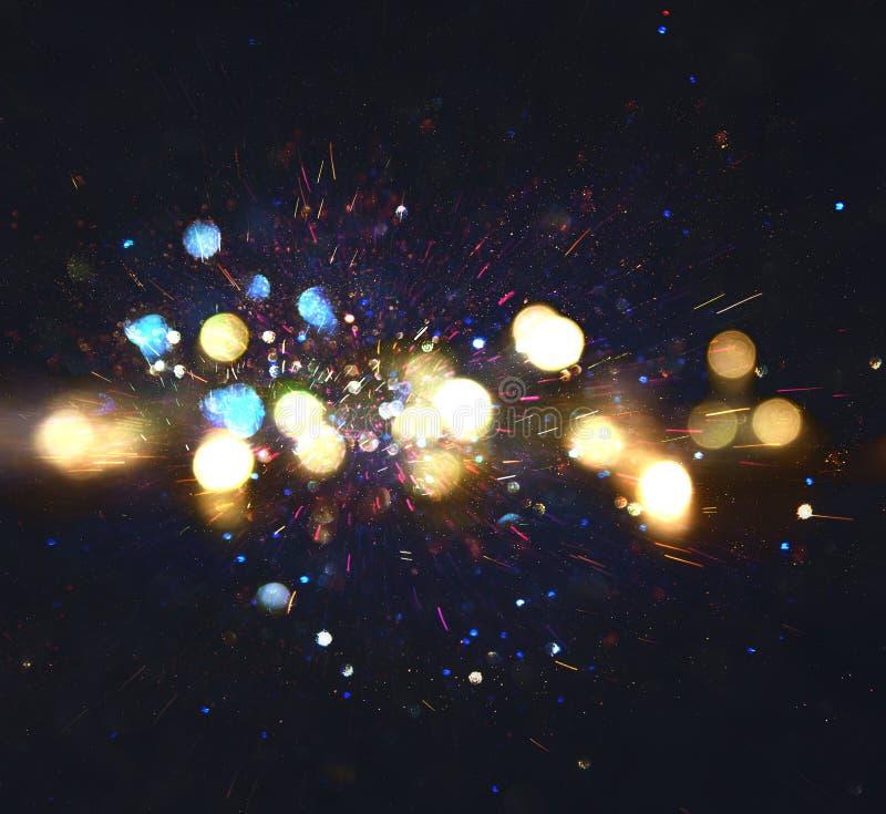 Blänka tappningljusbakgrund guld, blått och svart defocused royaltyfria foton