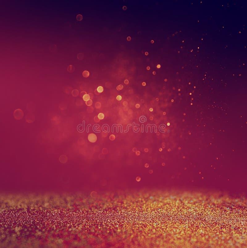 Blänka tappningljusbakgrund guld rött och purpurfärgat defocused