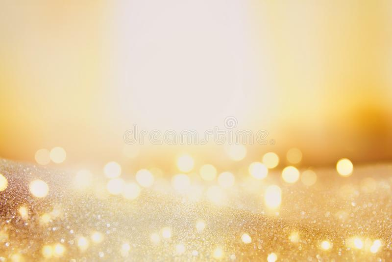 Blänka tappningljusbakgrund mörk guld och svart Fokuserad De royaltyfria foton
