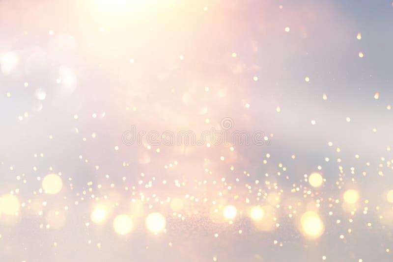 Blänka tappningljusbakgrund silver, guld, rosa färger och vit de-fokuserat royaltyfri bild