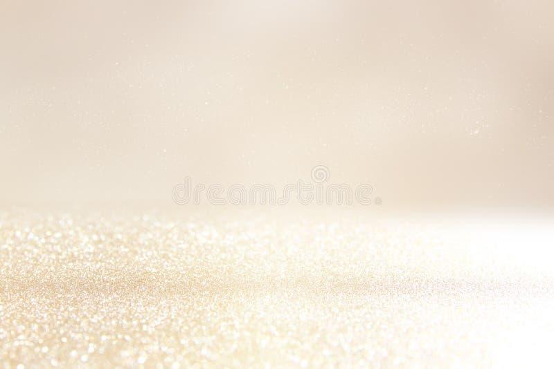 Blänka tappningljusbakgrund Silver och guld de-fokuserat arkivbilder