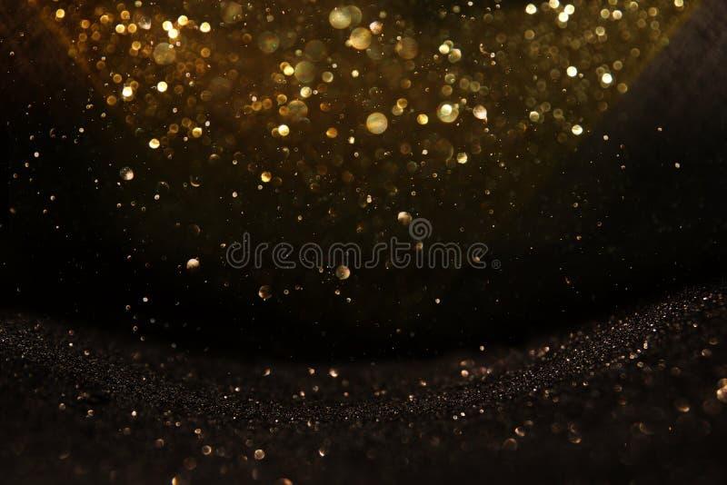 Blänka tappningljusbakgrund svart guld de-fokuserat royaltyfri foto