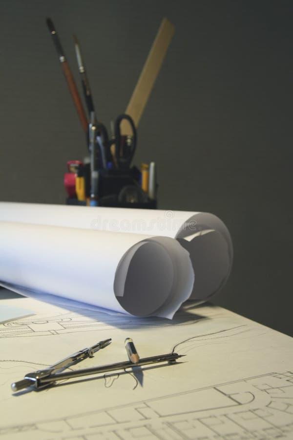 Blätter Papier, Bleistifte, zeichnend stockbilder