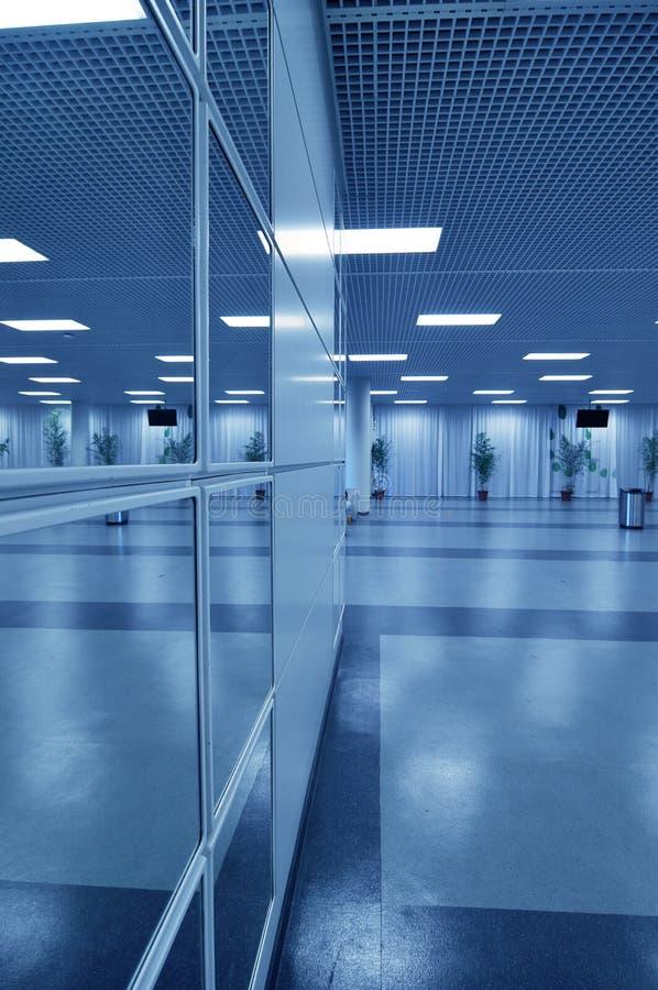 blå affärskorridor royaltyfria bilder