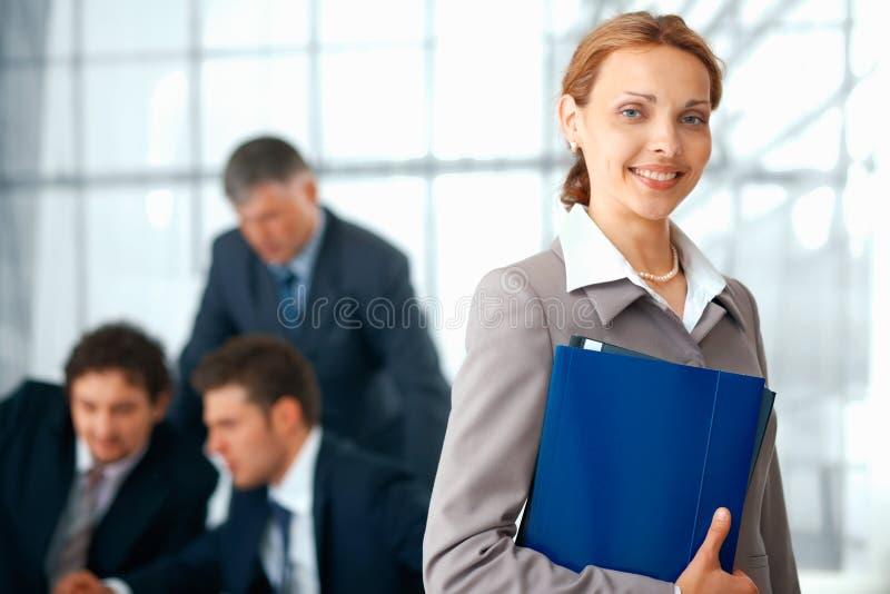 blå affärsmappkvinna arkivbilder