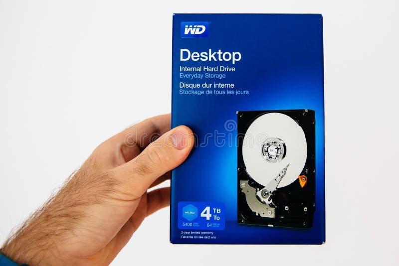 Blå ask med nytt inre HDD-hårddiskdrev från västra Digi arkivfoto
