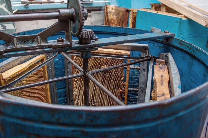 Blå behändig centrifugal utsugningsfläkt med honunghårkammen royaltyfria bilder
