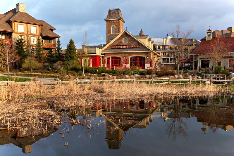 Blå bergby - en semesterort för fyra säsong i Ontario, Kanada fotografering för bildbyråer