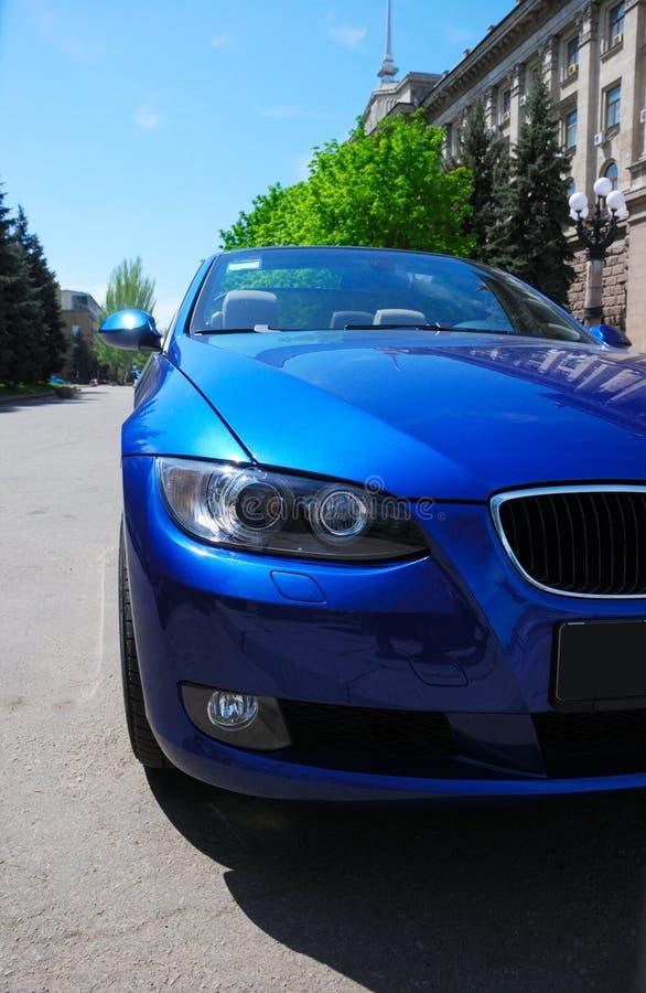 blå bil royaltyfria bilder