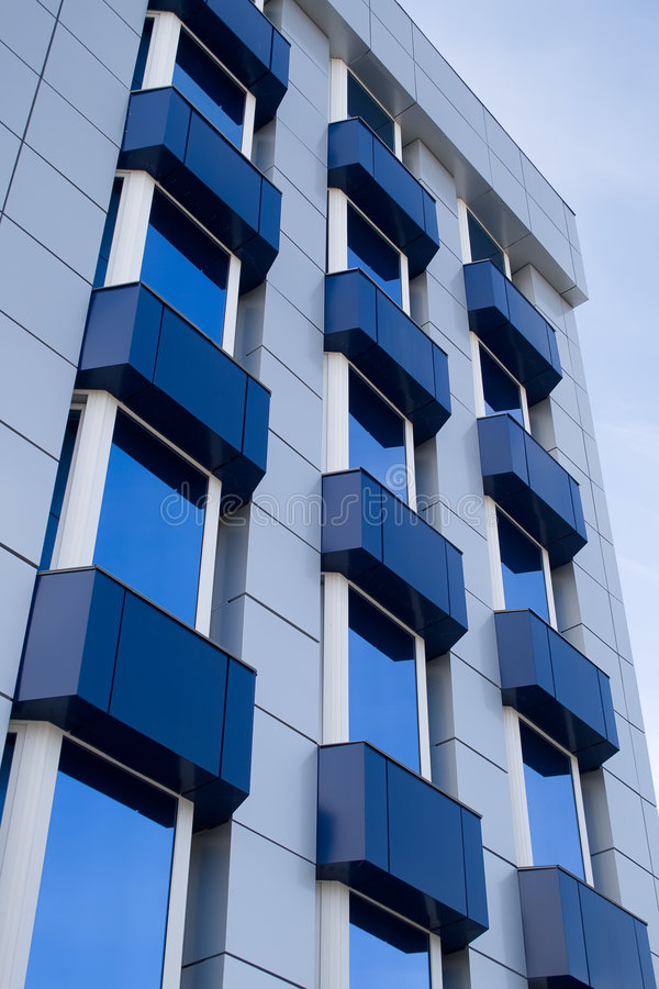 blå byggnad för balkong arkivbilder