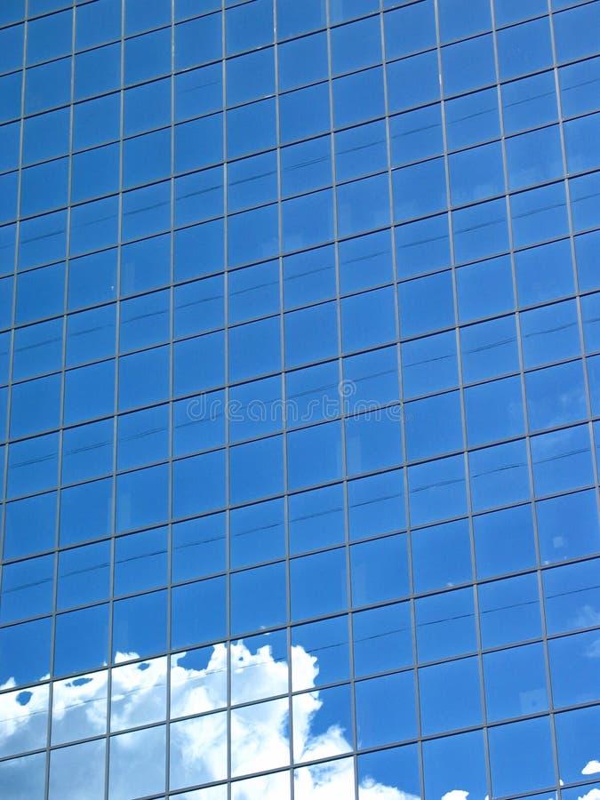 blå byggnadsoklarhetswhite arkivbilder