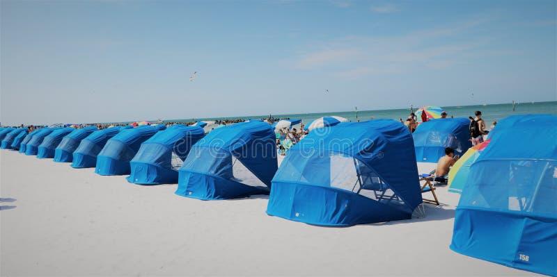 Blå cabana på stranden på den Clearwater stranden Florida fotografering för bildbyråer