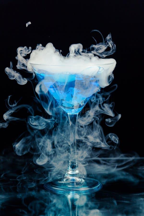 Blå coctail fotografering för bildbyråer